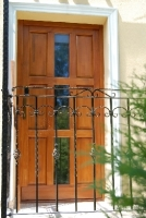 Családi ház kültéri bejárati ajtó